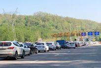 ترافیک در محورهای منتهی به پایتخت سنگین است