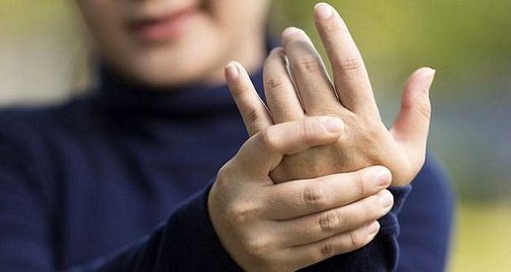 علت لرزش دستها چیست؟