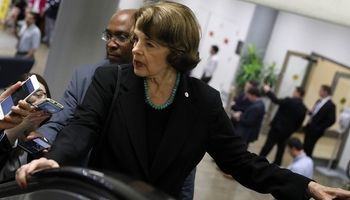 ادعای پالیتیکو درباره احتمال گفتوگوی تلفنی سناتور آمریکایی و ظریف