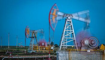 ریزش قیمت نفت متوقف شد/ کند شدن رشد اقتصادآمریکا