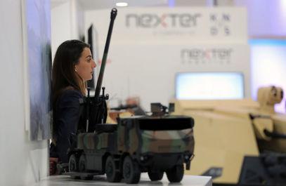 زنی درنمایشگاه بین المللی تسلیحات EDEX 2018 در مصر