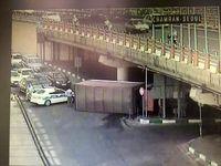 کامیون قد بلند در پل سئول حادثه آفرید!