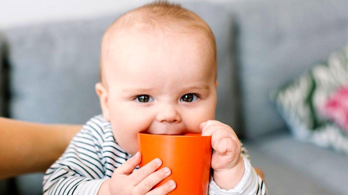 عوارض جبران ناپذیر نوشیدن آب سرد در تابستان برای کودکان