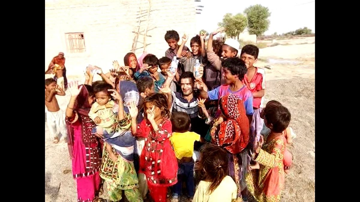گلرنگ ۱۲هزار ژل ضدعفونیکننده دست به استان سیستان و بلوچستان اهدا کرد.