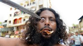 حرکات عجیب و غریب صوفیان در فستیوال عُرس +فیلم