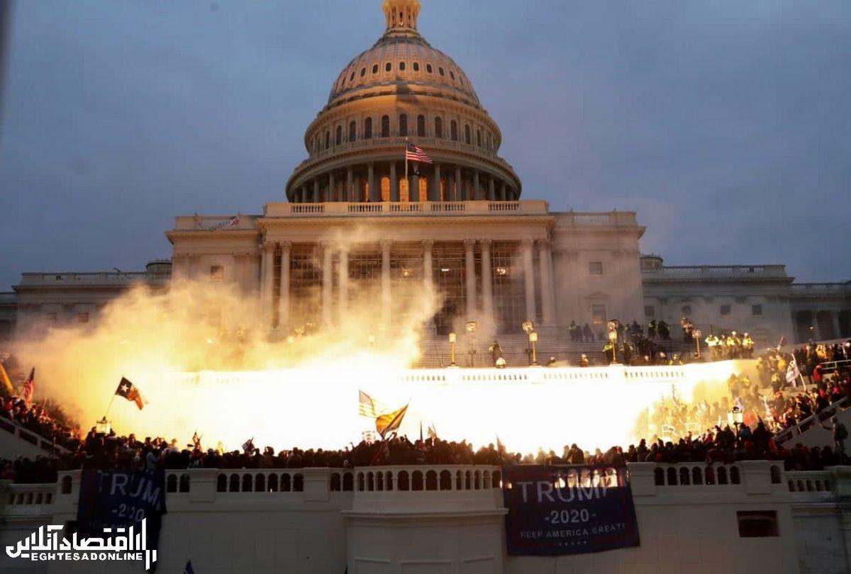 آتشبازی هواداران ترامپ روی پلکان کنگره آمریکا