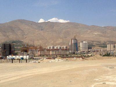 زمین خام در تهران متری چند؟