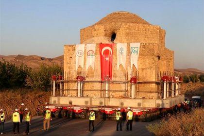 جابهجایی درسته یک ساختمان قدیمی در ترکیه +تصاویر