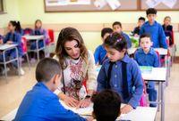 ملکه اردن در بین دانش آموزان خردسال +عکس
