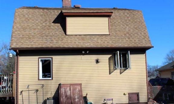 بچه جان خانواده خود را از آتش سوزی نجات داد +عکس