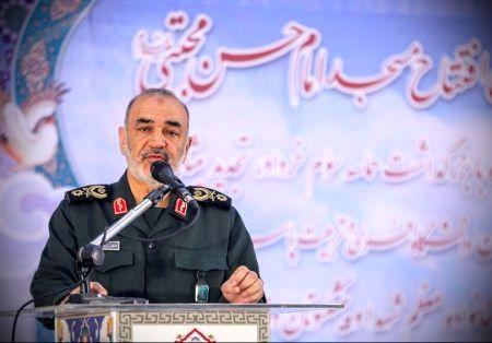 سردار سلامی: هیچکس نمیتواند موشکها را از ایران بگیرد