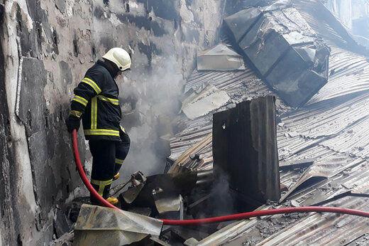 نجات زن جوان از میان آتش و دود