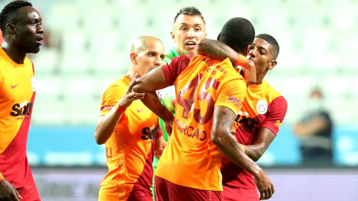 اتفاق عجیب در لیگ ترکیه / ضرب و شتم هم تیمی در زمین بازی