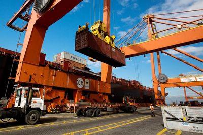 اثرات تکانههای دلار بر بازار واردات و صادرات