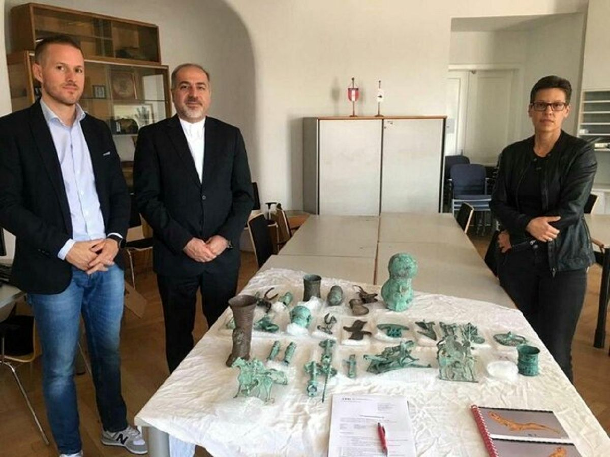 استرداد اشیاء باستانی قاچاق شده به نماینده ایران در وین