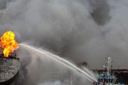 آتش سوزی در کشتی نفتکش اندونزی +تصاویر