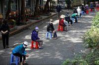 صف توزیع برنج رایگان در مقابل کلیسای جامع ویتنام +عکس