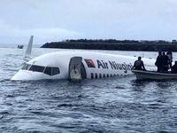 تصاویر نجات مسافران بوئینگ ۷۳۷ از آبهای اقیانوس