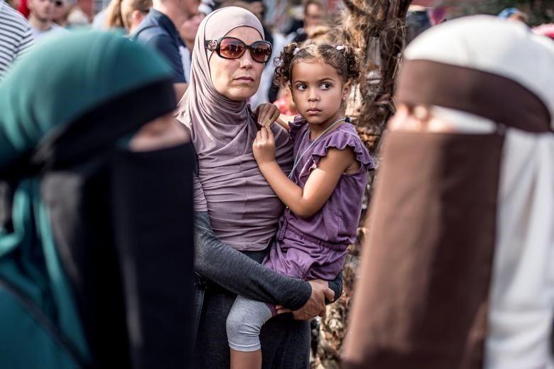 اعتراض به ممنوعیت پوشش برقع در دانمارک