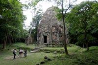 معبد احاطه شده با ریشههای درخت +عکس