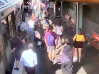 وقتی کودک به زیر واگن قطار افتاد +فیلم