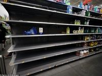 هجوم نیویورکیها به فروشگاهها در پی شیوع کرونا +عکس