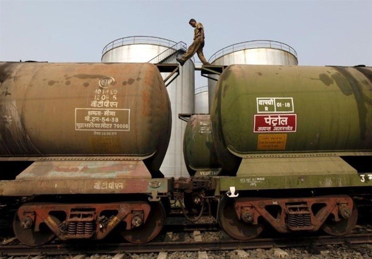 هند نفت ارزان آمریکا را در آمریکا ذخیره میکند