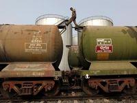 پالایش نفت خام در هند کاهش یافت