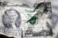 زمزمه دلالها: دلار میافته زیر ۵ تومن، بفروش تا بدتر نشده!