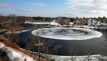 یخ زدن عجیب یک رودخانه! +تصاویر