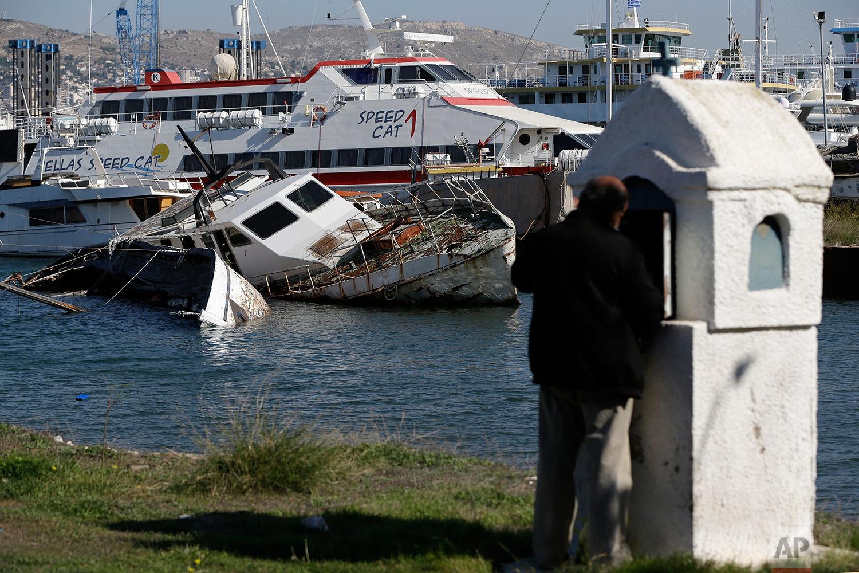 کشتیهای به گل نشسته یونانی