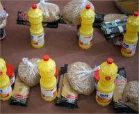 تهیه و توزیع بستههای غذایی در روزهای بحران کرونا +تصاویر