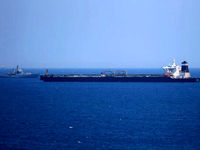 گرانی ۲۰دلاری نفت در صورت بسته شدن تنگه هرمز