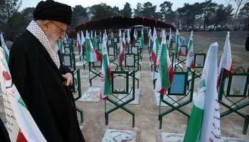 حضور رهبر انقلاب در گلزار شهدای بهشت زهرا + عکس
