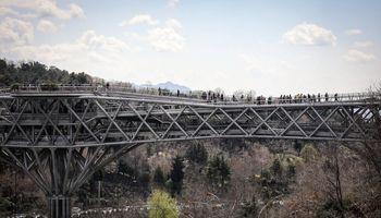 پل طبیعت تهران در هفتمین روز فروردین +عکس