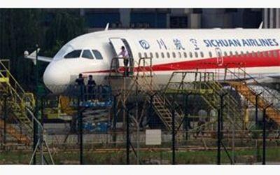 فرود دلهرهآور هواپیما از ارتفاع با کابین شکسته
