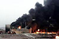 برآورد خسارت آتش سوزی کارخانه قیر در بندرعباس