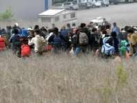 شرایط وخیم پناهندگان در مرز یونان +فیلم