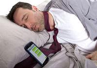 عادت خوابیدن با گوشی را کنار بگذارید