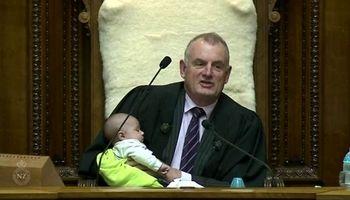 بچهداری رییس  پارلمان نیوزیلند +عکس
