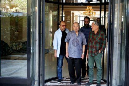 حضور هنرمندان در منزل مرحوم عزتالله انتظامی +تصاویر