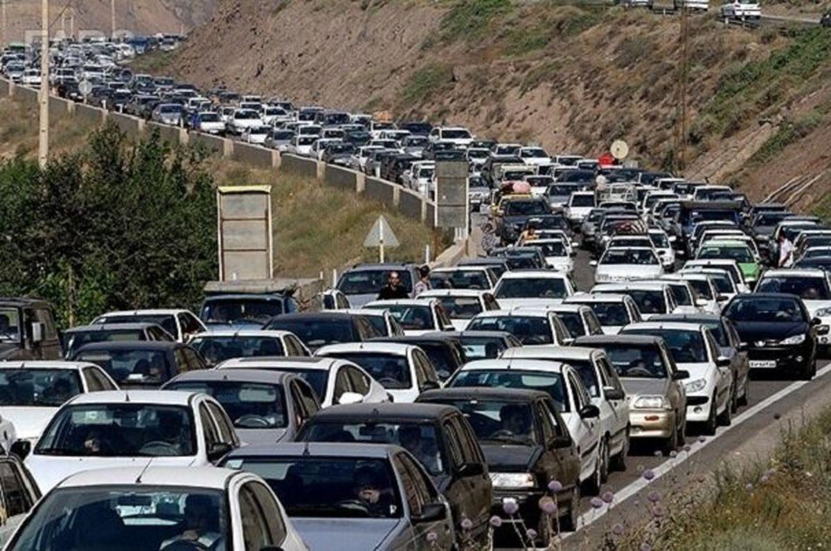 ترافیک در جادههای ورودی مشهد سنگین است