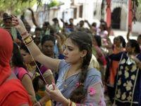 کار عجیب زنان هندی برای طول عمر شوهرانشان +تصاویر