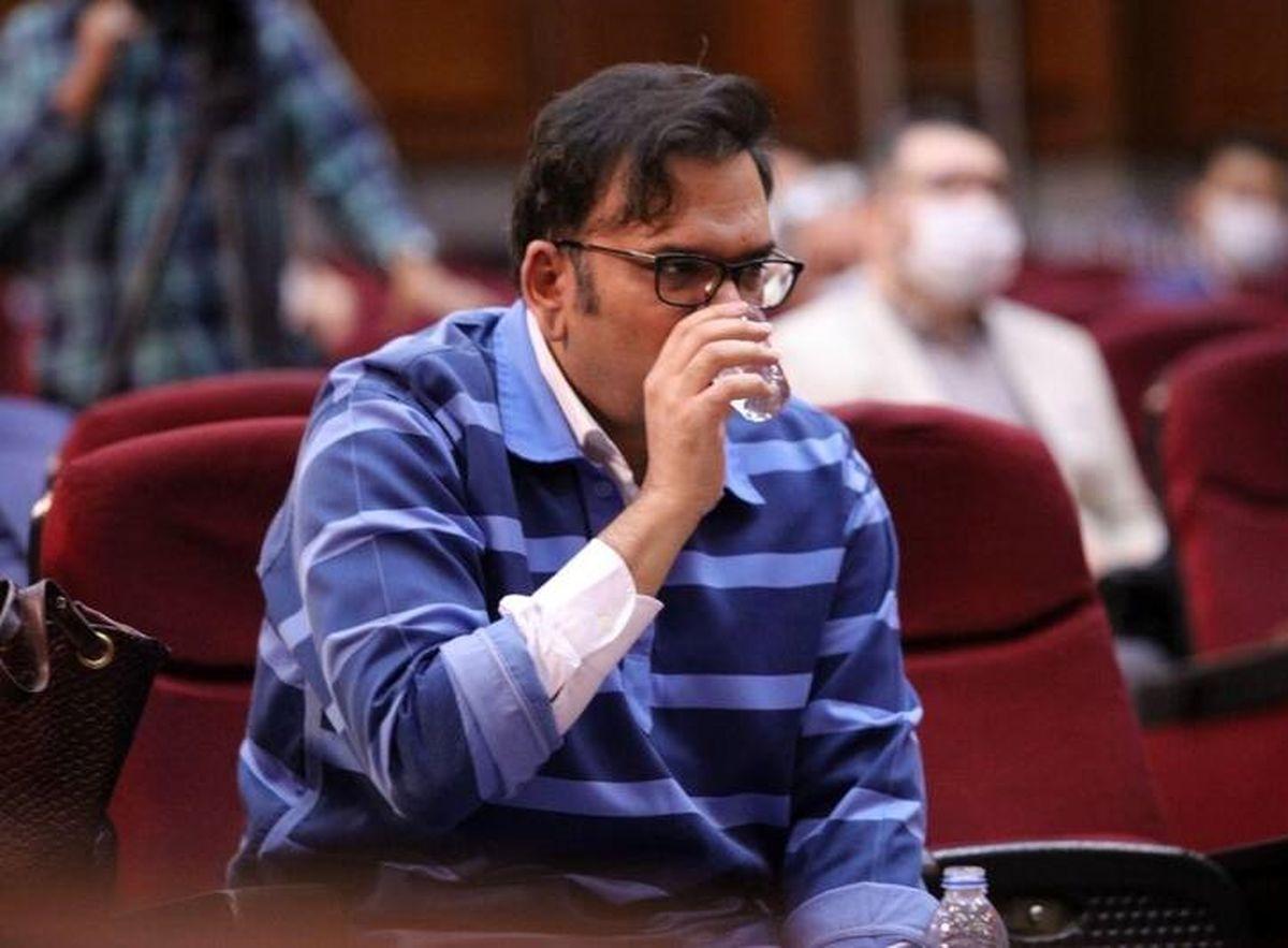 عصبانی شدن متهم فساد میلیاردی در دادگاه! +عکس