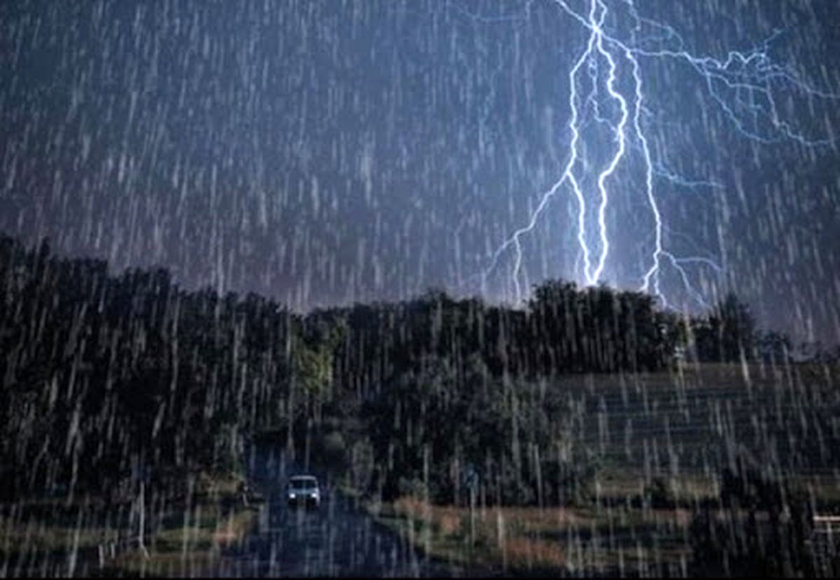 رگبار باران و تندباد در راه مازندران