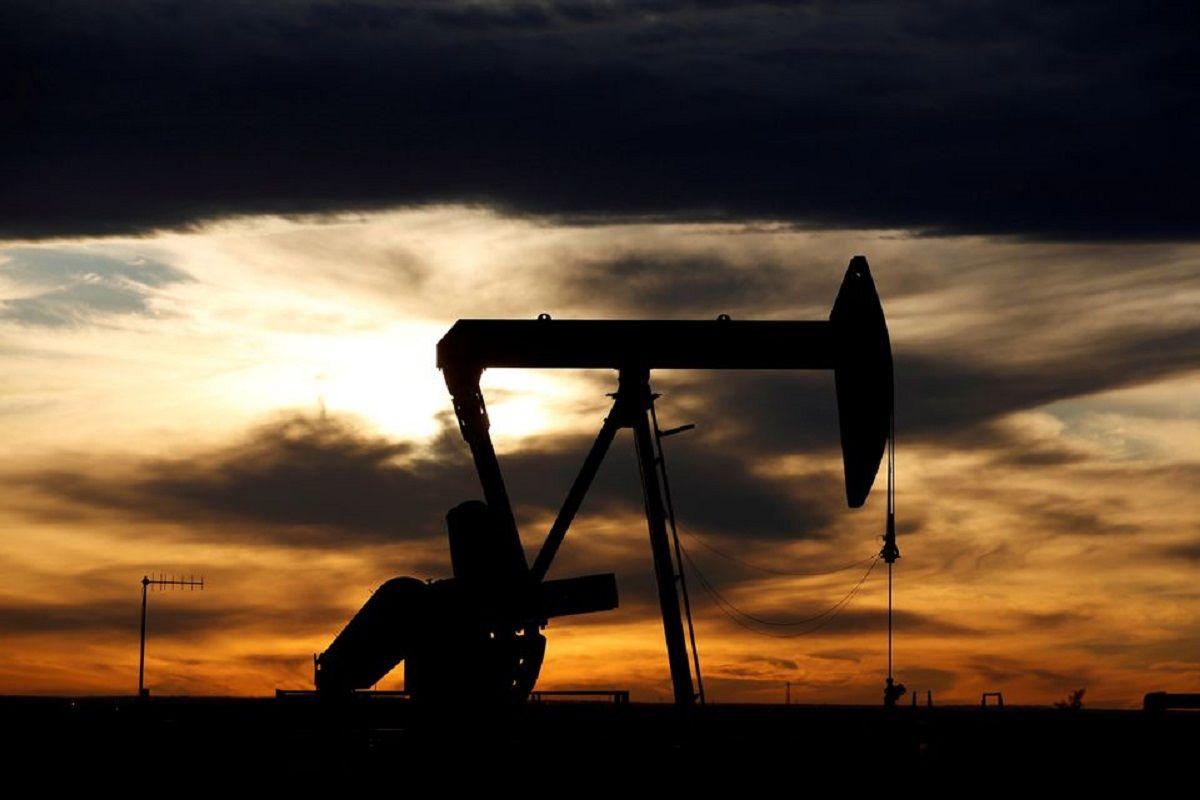 سقوط قیمت نفت به دنبال افزایش ذخایر آمریکا / افزایش مبتلایان کرونا از عوامل افت بازار