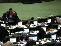 جمع آوری امضا در مجلس برای ابقای وزیر راه