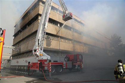 آتشسوزی وسیع در انبار شرکت دخانیات +تصاویر