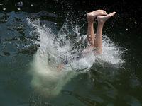 تلاش برای فرار از گرما در سراسر جهان +تصاویر