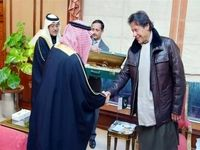 کلاشنیکف طلائی هدیه شاهزاده سعودی به عمران خان +عکس